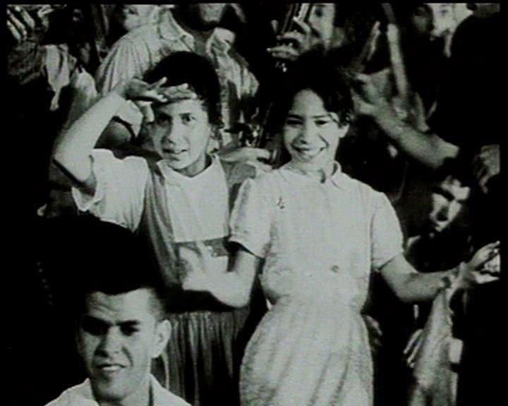 Indépendance 1962- fillettes arabes dansent