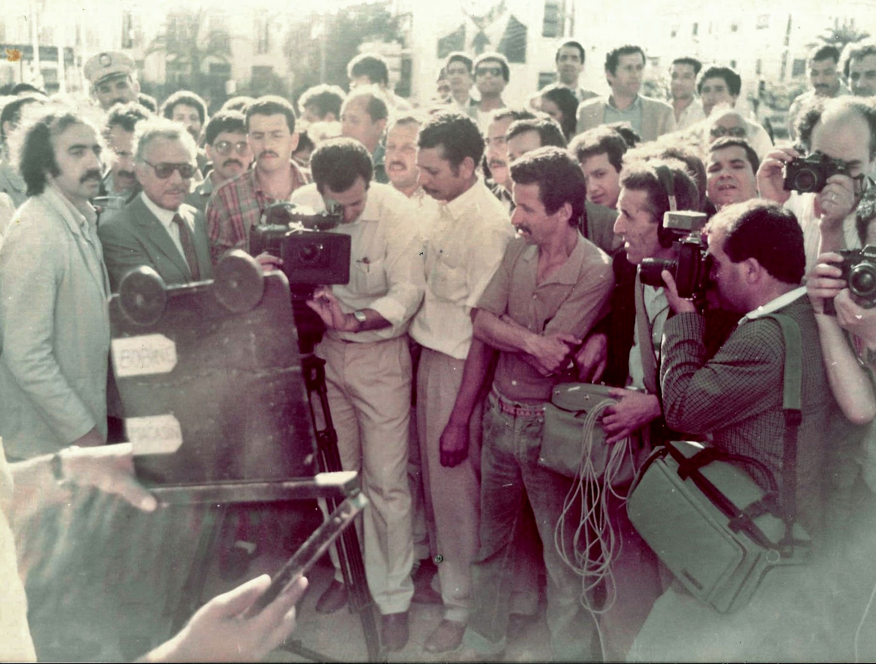 1er-Tour-Manivelle-Annaba,-JP-Lledo,-Ministre-Culture-Bessaiah--3-Juin--1988-LUMIERES-1