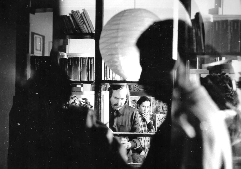 Denis-Martinez-et-Hamid-Laghouati,-poète---Tournage-2-films-sur-Peinture-de-D.M.-Blida,-1984