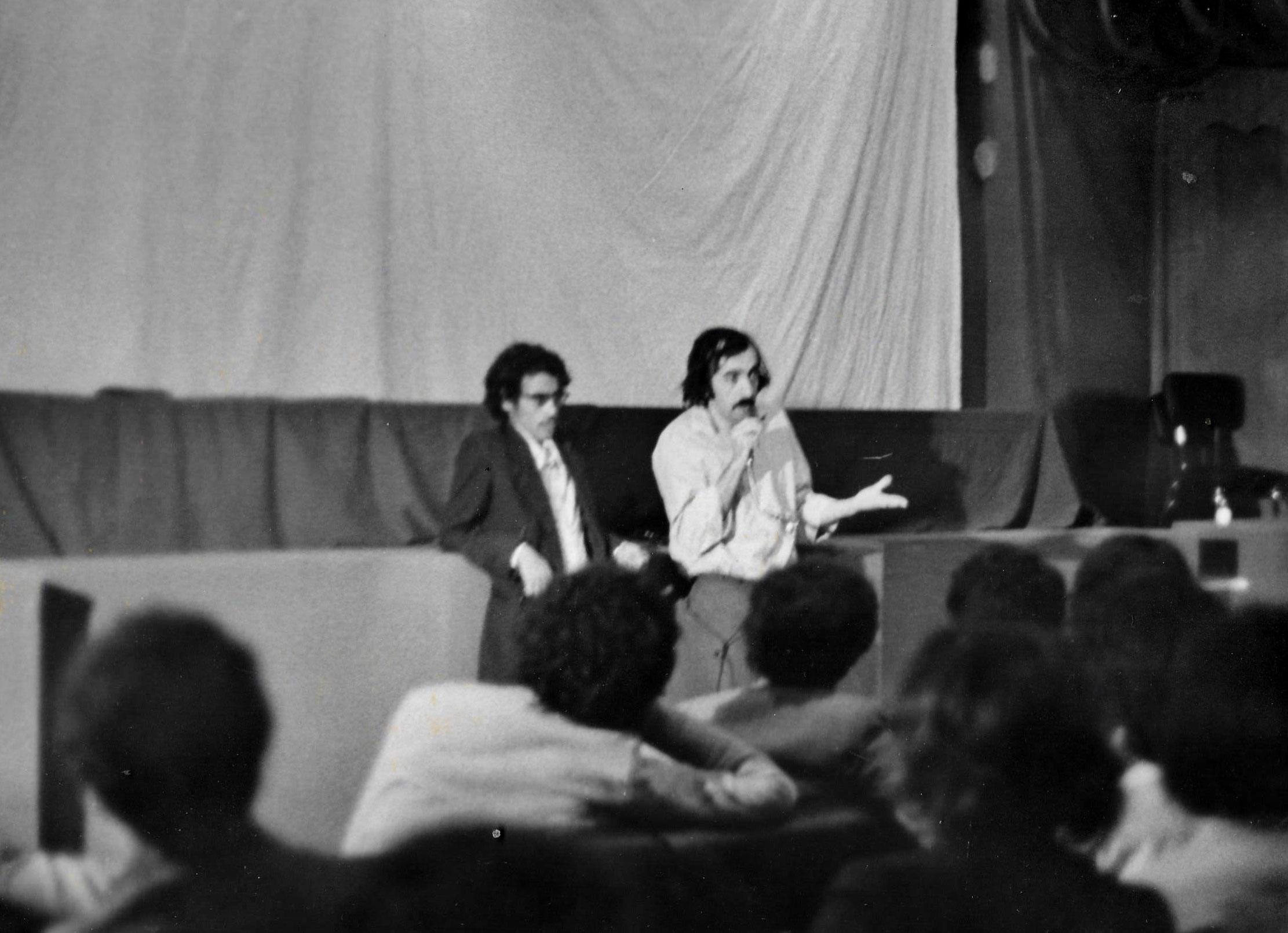 JP-Lledo-apres-Théâtre-amateur---Semaine-Culturelle-Saïda-1979