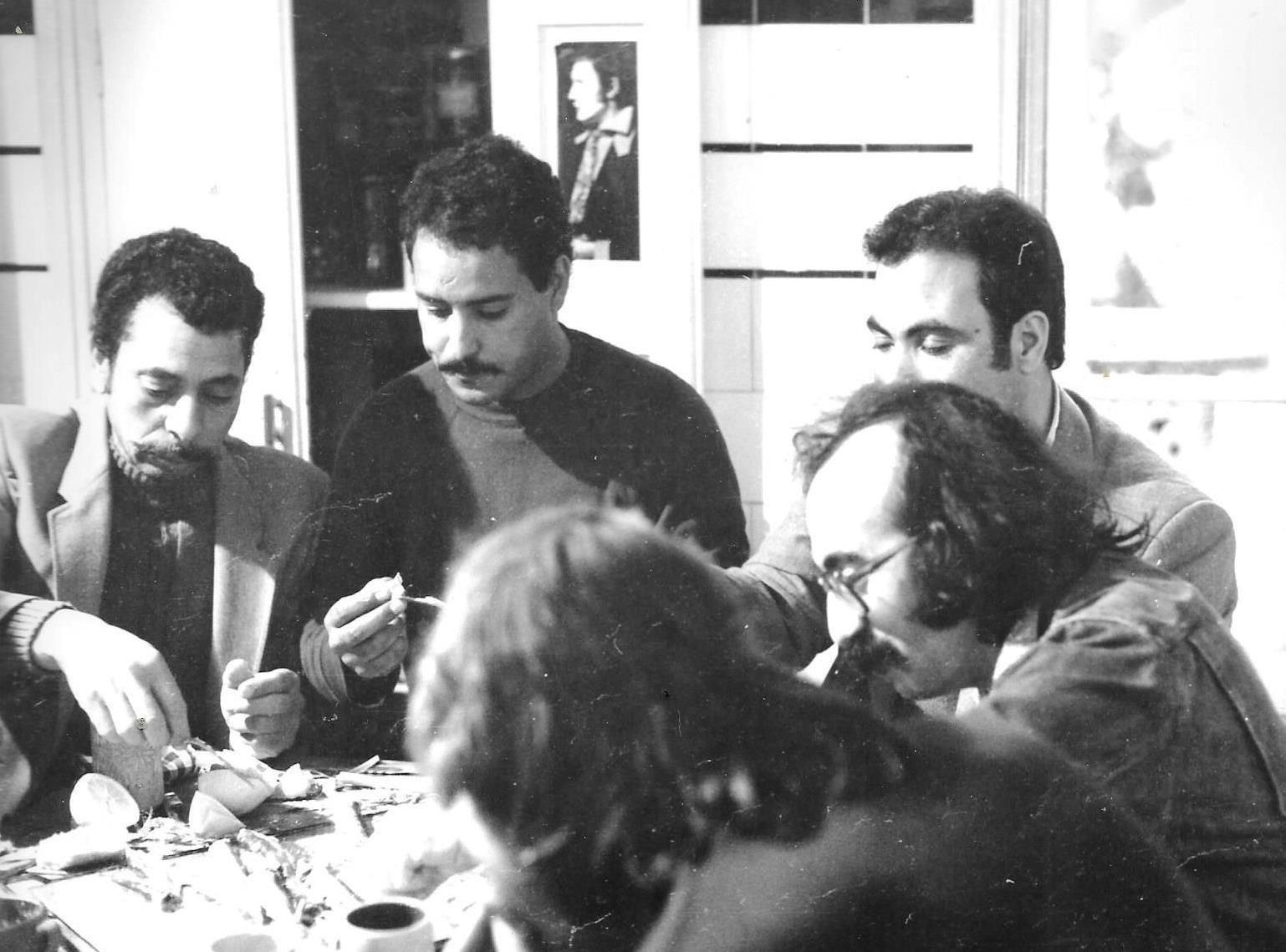 JP-Lledo-et-son-équipe.-Pause-repas.-Tournage-2-films-sur-Peinture-Denis-Martinez