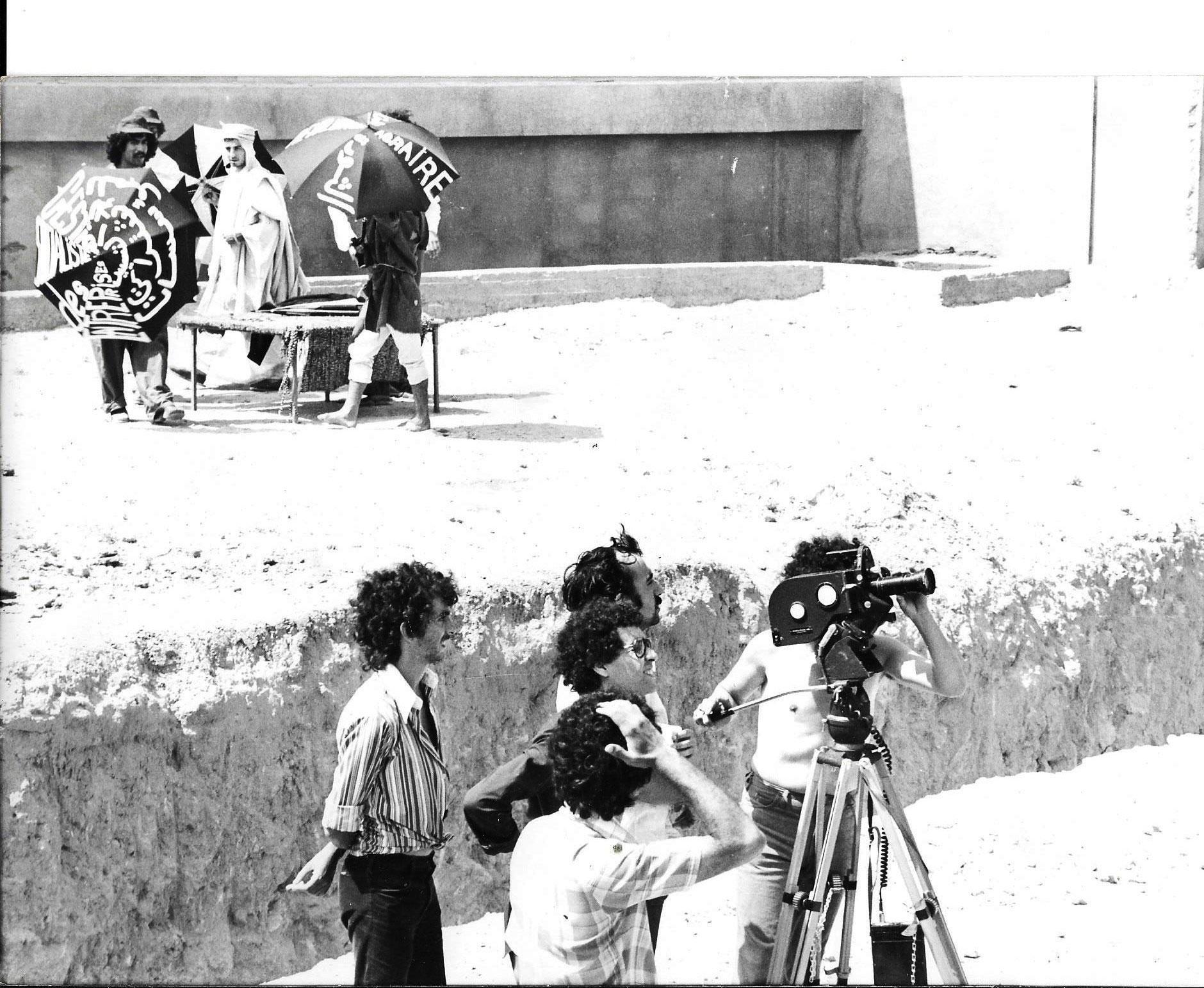 Tournage-''Le-Flambeau-brûlera-toujours''.-Fest-Theatre-Amateur.-Mostaganem,-Eté-1977.-Allel-Yahyaoui-camera,-Azzeddine-Meddour